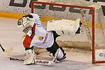 06.01.2020, BLZ Arena, Füssen / Fuessen, GER, IIHF Ice Hockey U18 Women's World Championship DIV I Group A, <br /> Deutschland (GER) vs Ungarn (HUN), <br /> im Bild Shot-Out, spektakulaere Parade im Stile eines Fussballtorwarts von Zsofia Toth (HUN, #20) gegen Lilli Welcke (GER, #23), Puck in der Fanghand<br /> <br /> Foto © nordphoto / Hafner