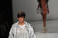 RIO DE JANEIRO, RJ, 12 DE JANEIRO 2012 - FASHION RIO - DESFILE GRIFE COCA COLA CLOTHING - Modelo durante desfile da grife Coca Cola Clothing, no terceiro dia de desfiles da edição inverno 2012 do Fashion Rio, no Pier Mauá, na cidade do Rio de Janeiro, nesta quinta-feira, 12. (FOTO: BRUNO TURANO - NEWS FREE).