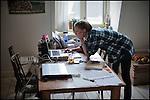 Nederland,Utrecht, 09-02-2011-  Kim Ravers (25) is Visual Writer. Als kunstenaar zzp er runt ze haar eenvrouw bedrijf. Ze heeft een communicatie concept onwikkeld waarbij ze communicatie vraagstukken met een Visual , getekende illustratie, zichtbaar maakt in plaats van op  de traditionele manier met gebruik van tekst.  FOTO: Gerard Til