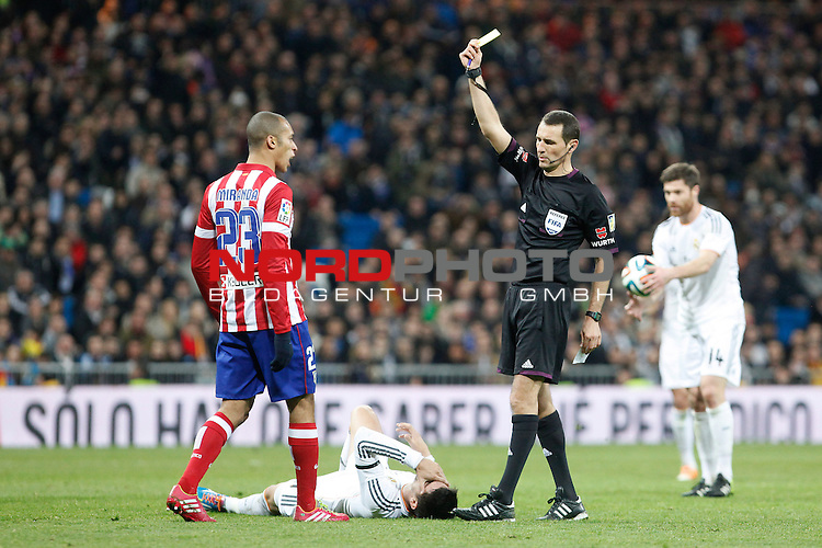 Atletico de Madrid¬¥s Miranda receives a yellow card during King¬¥s Cup (Copa del Rey) semifinal match in Santiago Bernabeu stadium in Madrid, Spain. February 05, 2014. Foto © nph / Victor Blanco)