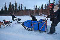 Lance Mackey leaves  Anvik  after his 8 hour layover on the Yukon during Iditarod 2009