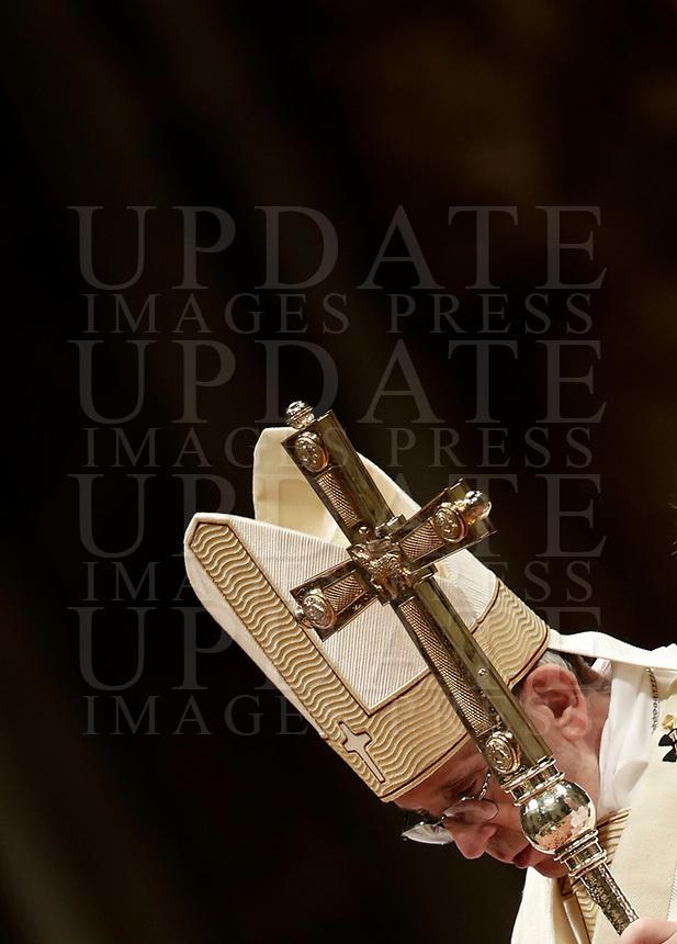 Papa Francesco celebra la solennita' di San Giuseppe e l'Ordinazione Episcopale nella Basilica di San Pietro in Vaticano, 19 marzo 2018.<br /> Pope Francis leads the Episcopal Ordination in Saint Peter's Basilica at the Vatican on March 19, 2018. UPDATE IMAGES PRESS/Isabella Bonotto<br /> <br /> STRICTLY ONLY FOR EDITORIAL USE