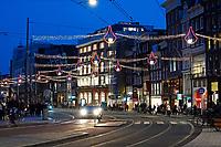 Nederland - Amsterdam -  2018.   Het Rokin eind januari. De feestverlichting hangt nog.   Foto Berlinda van Dam / Hollandse Hoogte