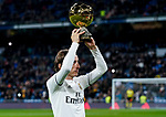 Luka Modric of Real Madrid presents his Ballon d'Or Trophy prior to the La Liga 2018-19 match between Real Madrid and Rayo Vallencano at Estadio Santiago Bernabeu on December 15 2018 in Madrid, Spain. Photo by Diego Souto / Power Sport Images
