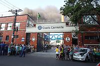 SAO PAULO, SP, 04 DE ABRIL DE 2013 - INCENDIO LINHAS CORRENTE - Outro incendio de grandes proporcoes atingiu o bairro do Ipiranga, um galpao que estocava materias da empresa Linhas Corrente pegou fogo na tarde desse sabado, (4). A empresa fica na Rua do Manifesto  no bairro do Ipiranga. FOTO. LUIZ GUARNIERI/BRAZIL PHOTO PRESS
