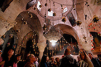 Gerusalemme / Israele.Pellegrini visitano la Basilica del Santo Sepolcro.Foto Livio Senigalliesi..Jerusalem / Israel.Pilgrims visit the Church of the Holy Sepulchre.Photo Livio Senigalliesi