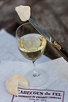 Europe/France/Midi-Pyrénées/12/Aveyron/Le Fel:  Cabecous du Fel - Fromage de chêvre de la Ferme de Mousset - GAEC de la chèvre blanche et vin blanc de Laurent Mousset Domaine Mousset:  AOP Entraygues Le Fel
