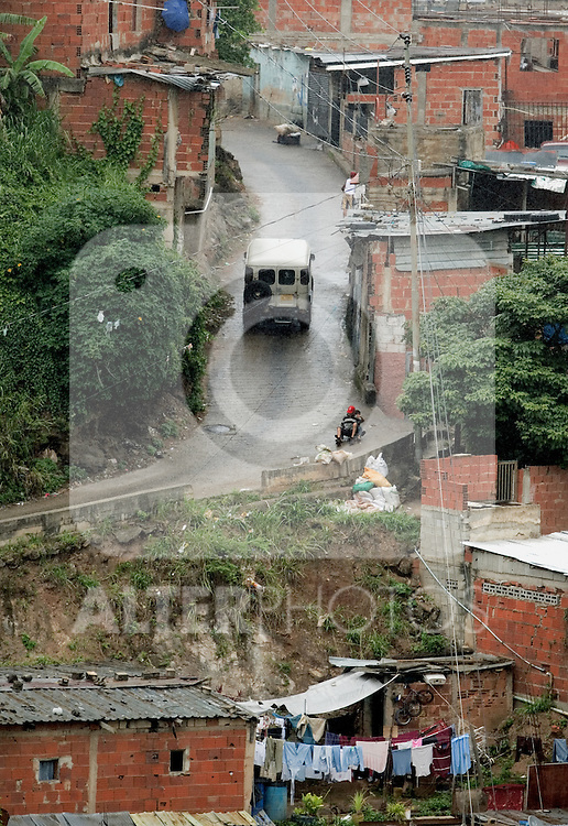 A general view af Antimano, a shanty town in the outskirts of Caracas, Venezuela, on Friday, Jul. 07, 2006. (ALTERPHOTOS/Alvaro Hernandez)
