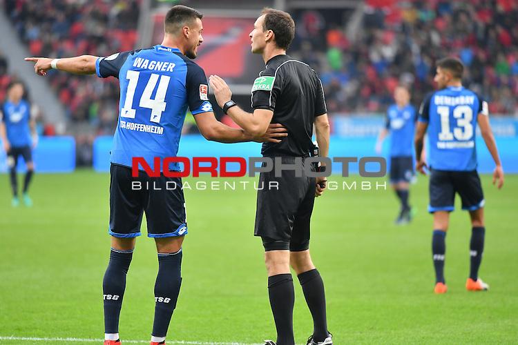 22.10.2016, BAYARENA, Leverkusen, GER, 1.FBL., Bayer 04 Leverkusen vs. TSG 1899 Hoffenheim  <br /> <br /> im Bild / picture shows: <br /> <br /> Diskutiert mit dem Bastian Dankert (Schiedsrichter, referee, Schiri, unpateiischer)  Sandro Wagner (Hoffenheim )<br /> <br /> <br /> Foto &copy; nordphoto / Meuter