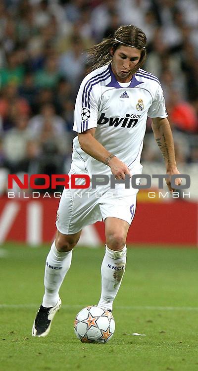 UEFA  Champions League  2007/2008 Gruppe C <br />1. Gruppenspiel - SANTIAGO BERNABEU Stadion Madrid<br />REAL MADRID vs WERDER BREMEN 2:1 (1:1)<br />Sergio Ramos (Madrid ESP #4) am Ball.<br />Foto &copy; nph (  nordphoto  )<br /><br /><br /><br /> *** Local Caption ***