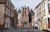Nederland - Bergen op Zoom -  16september 2018. De Gevangenpoort (ook Lievevrouwepoort ) in Bergen op Zoom is het oudste monument van de stad. De poort dateert uit de 14e eeuw en is één van de overgebleven voorbeelden van stadspoorten zoals die in de middeleeuwen in Nederlandse steden te vinden waren. Het is de enige stadspoort overgebleven in Bergen op Zoom.   Foto Berlinda van Dam / Hollandse Hoogte