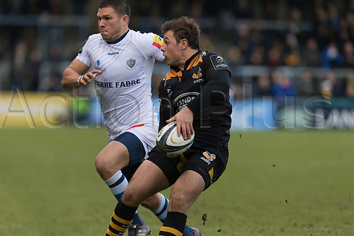 14.12.2014.  High Wycombe, England.  European Rugby Champions Cup. Wasps versus Castres. Rob Millar passes in his own half.