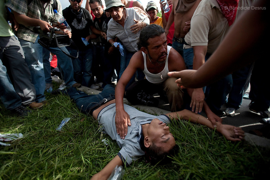 5 July 2009 - Tegucigalpa, Honduras - People attend to Isy Obed Murillo Mencias, a 19 years olds supporter of ousted Honduras' President Manuel Zelaya. Isy was killed with a headshot during the confrontation beetween soldiers and protesters. Soldiers fired tear gas and live bullets during the protest at the international airport in Tegucigalpa, capital of Honduras. Photo credit: Benedicte Desrus