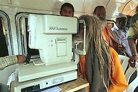 INDIA, Maharashtra, Nasik, Hindu festival Kumbha Mela, Sadhu in mobile eye clinic / INDIEN, Nasik, Hindu Festival Kumbh Mela, Sadhu in mobiler Augenklinik