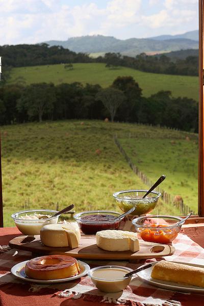 Vitoriano Veloso_MG, Brasil...Doces tipicos da culinaria mineira com uma paisagem ao fundo...The typical sweets of Minas Gerais with a landscape in the background...Foto: LEO DRUMOND / NITRO