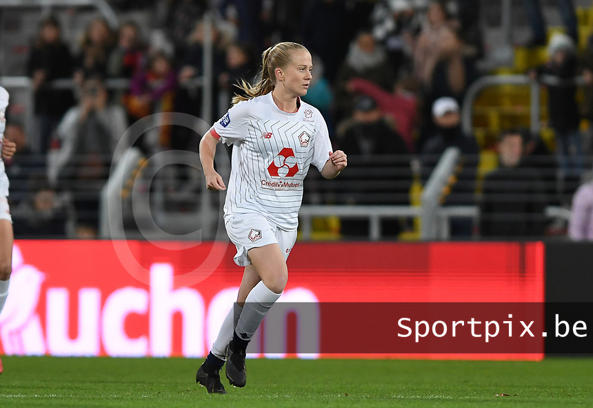 20191102 - LENS , FRANCE : LOSC's Silke Demeyere pictured during the female soccer match between Arras Feminin and Lille OSC feminin, on the 8th matchday in the French Women's Ligue 2 – D2 at the Stade Bollaert Delelis stadium , Lens . Saturday 2 November 2019 PHOTO DAVID CATRY | SPORTPIX.BE