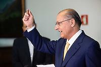 SAO PAULO, SP, 15.12.2014 - ANUNCIO SECRETARIO DE GOVERNO / GOVERNADOR ALCKMIN.  O Governador de São Paulo, Geraldo Alckmin, durante anuncio do futuro secretario de governo. O atual secretario da casa civil, Saulo de Castro Abreu Filho, ocupará a recém criada secretaria de governo no próximo mandato de Geraldo Alckmin que se inicia em janeiro  2015. O anuncio foi feito durante entrevista coletiva no Palácio do Governo, na tarde desta segunda-feira (15). (Foto: Adriana Spaca/Brazil Photo Press)