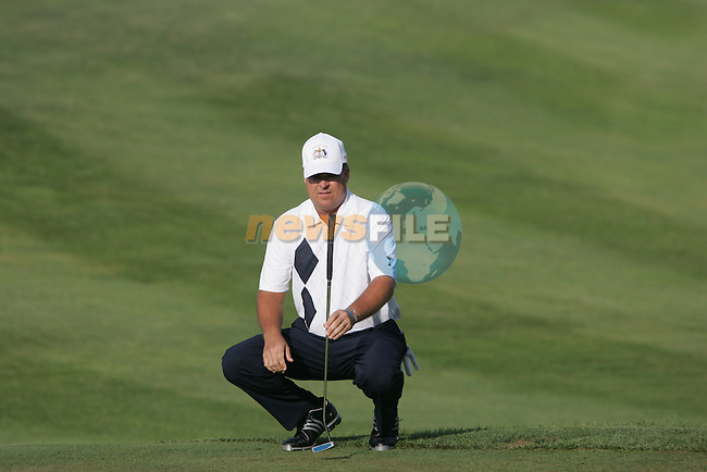 Kenny Perry Lines up his putt on the fourth hole in the morning foresomes at the 37th Ryder Cup at Valhalla Golf Club, Louisville, Kentucky, USA - 19th September 2008 (Photo by Manus O'Reilly/GOLFFILE)