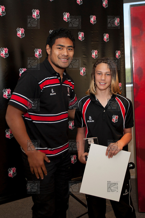 Roller Mills Player of the Year Matthew Phillips-Hooper with Steeler Fritz Lee. Counties Manukau Representative Teams prize givung held at Bayer Growers Stadium on Thursday October 28th 2010.