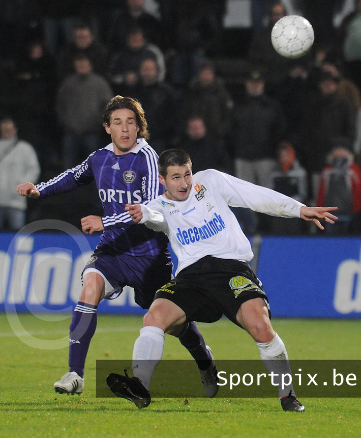 KSV Roeselare - RSC Anderlecht..Cédric Betremieux in duel voor de bal met Lucas Biglia..fotos DAVID CATRY / VDB