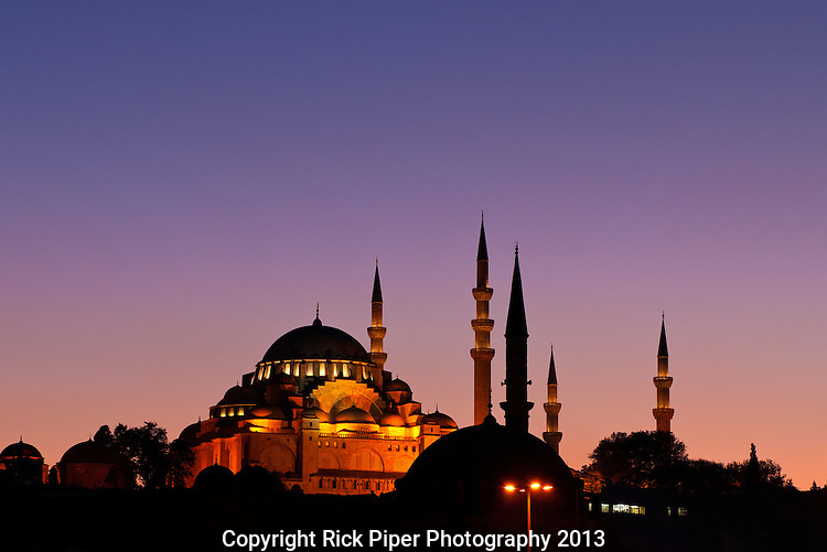 Suleymaniye Sundown 03 - Suleymaniye Mosque and Rustem pasa Mosque at sundown, from Eminonu, Istanbul, Turkey. Taken five minutes after Suleymaniye Sundown 02.