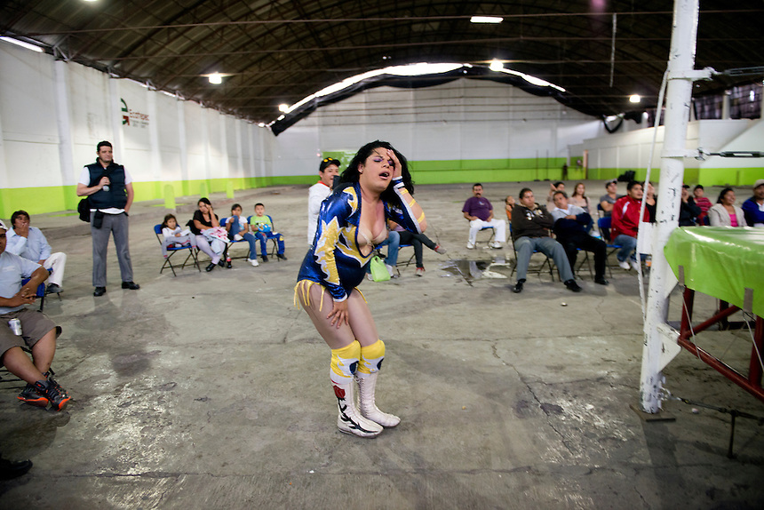 "Wendy fighting as Miss Gaviota (Miss Seagull) she is a transgender Lucha Libre wrestler, in lucja libre she is considered an ""Exotico"" meaning (homosexuals and transgender fighters) Santa Maria Tulpetlac, Ecatepec, Estado de Mexico."