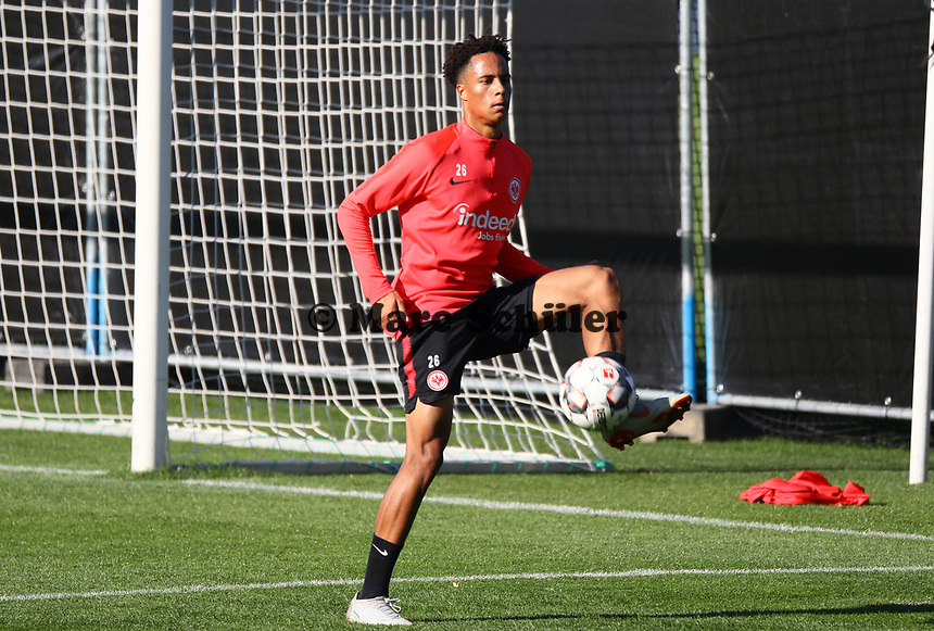 Deji Beyreuther (Eintracht Frankfurt) - 10.10.2018: Eintracht Frankfurt Training, Commerzbank Arena, DISCLAIMER: DFL regulations prohibit any use of photographs as image sequences and/or quasi-video.