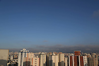 S&Atilde;O PAULO, SP, 2012/06/02, CLIMA TEMPO.<br /> <br /> O sol voltou a apareceu na capital paulista na manh&atilde; desse Sabado (02), a previs&atilde;o &eacute; de calor e sem chuvas.<br /> Luiz Guarnieri/ Brazil Photo Press