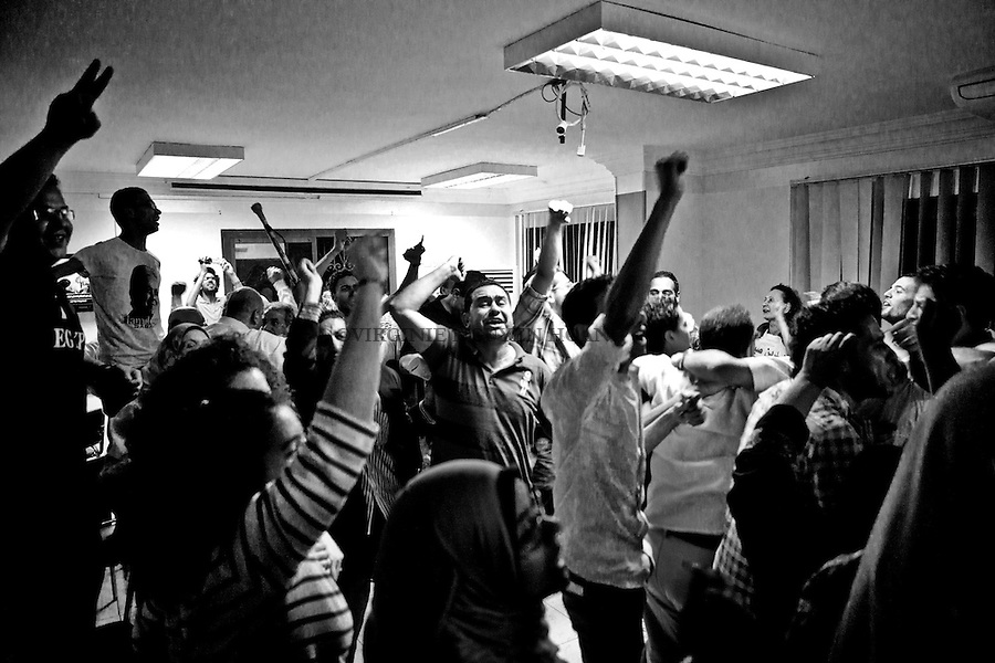 ©VIRGINIE NGUYEN HOANG/.Egypt,Cairo.2012..Hamdeen supporters were celebrating as for a few moments, they tought that their candidate was second and Ahmed Shafiq, 3rd one...