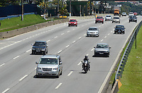 SAO PAULO, 12 DE FEVEREIRO DE 2013. - MOVIMENTACAO ESTRADAS ANCHIETA - Movimentacao na rodovia Anchieta, altura do Km 15, na volta do feriado de carnaval, na manha desta terca feira, 12. (FOTO: ALEXANDRE MOREIRA / BRAZIL PHOTO PRESS).