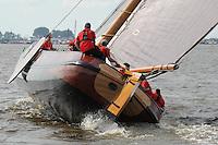 SKÛTSJESILEN: LANGWEER: 23-07-2015, SKS kampioenschap 2015, winnaar werd het skûtsje van Earnewâld met schipper Gerhard Pietersma, ©foto Martin de Jong