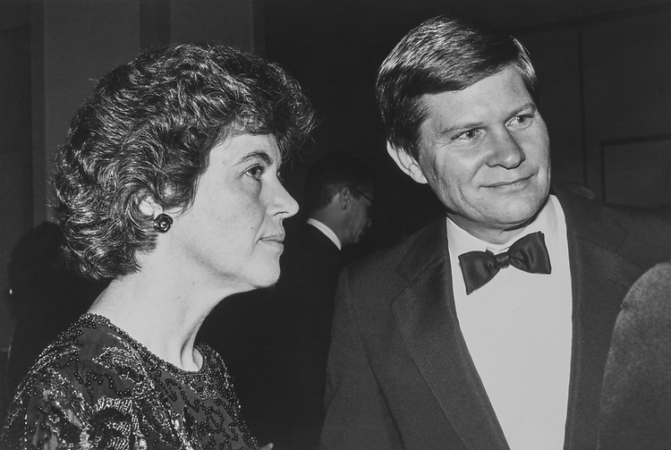 Rep. Tim Johnson, D-S.D., and wife Barbara Brooks at the Peace Links Gala, on Dec. 13, 1990. (Photo by Laura Patterson/CQ Roll Call via Getty Images)