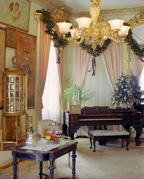 GALVESTON, AMERICA : The Gold Room at the Ashton Villa. The Ashton Villa was built in 1859 by James Moreau Brown, a wholesale hardware merchant, railroad corporation president and banker. Brown was one of the richest men in Texas, and Ashton Villa was one of the grandest homes in the state at the time it was completed. Filled with antiques, family heirlooms and original art, Ashton Villa today provides an intimate glimpse into the life of a prominent Victorian family. The Ashton Villa is listed on the National Register of Historic Places and is a Recorded Texas,Galveston, Texas. America.