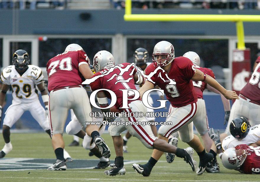 17 September 2005: Washington State University quarterback Josh Swagger hands the ball off to running back #1 Jerome Harrison. Washington State University