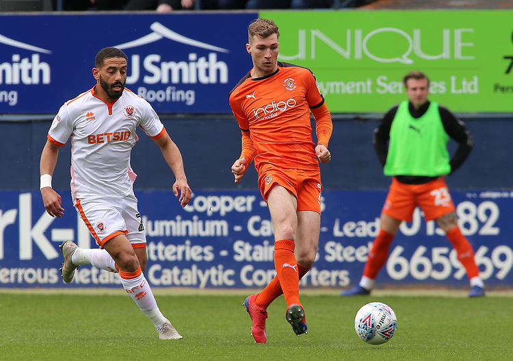 Blackpool's Liam Feeney chases down Luton Town's Jack Stacey<br /> <br /> Photographer David Shipman/CameraSport<br /> <br /> The EFL Sky Bet League One - Luton Town v Blackpool - Saturday 6th April 2019 - Kenilworth Road - Luton<br /> <br /> World Copyright © 2019 CameraSport. All rights reserved. 43 Linden Ave. Countesthorpe. Leicester. England. LE8 5PG - Tel: +44 (0) 116 277 4147 - admin@camerasport.com - www.camerasport.com