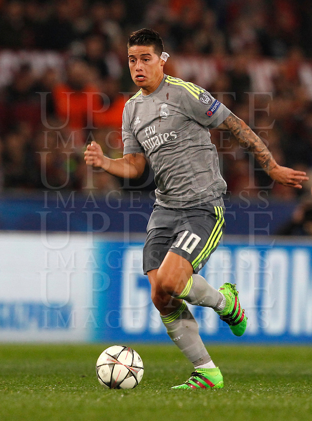 Calcio, andata degli ottavi di finale di Champions League: Roma vs Real Madrid. Roma, stadio Olimpico, 17 febbraio 2016.<br /> Real Madrid's James Rodriguez in action during the first leg round of 16 Champions League football match between Roma and Real Madrid, at Rome's Olympic stadium, 17 February 2016.<br /> UPDATE IMAGES PRESS/Riccardo De Luca