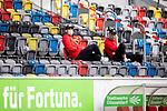 nph00351:  Fussball, 1. Bundesliga, Saison 19/20, 26. Spieltag, Fortuna Düsseldorf - FC Paderborn 07, 16.05.2020: Kaan Ayhan (Fortuna Düsseldorf, l.) und Alfredo Morales (Fortuna Düsseldorf) mit Mundschutz auf der Zuschauertribüne vor dem Spiel.<br /> <br /> Foto: Moritz Müller/Pool /Verbreitung via Meuter/nordphoto<br /> <br /> Nur für journalistische Zwecke! Only for editorial use!<br /> <br /> Gemäß den Vorgaben der DFL Deutsche Fußball Liga ist es untersagt, in dem Stadion und/oder vom Spiel angefertigte Fotoaufnahmen in Form von Sequenzbildern und/oder videoähnlichen Fotostrecken zu verwerten bzw. verwerten zu lassen. DFL regulations prohibit any use of photographs as image sequences and/or quasi-video.
