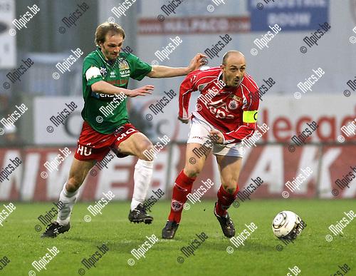 2009-04-04 / Voetbal / R. Antwerp FC - KV Oostende / Lars Wallaeys (L, Oostende) met Darko Pivaljevic..Foto: Maarten Straetemans (SMB)