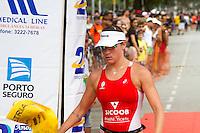 SANTOS - 14-12-2014 - PRAIA DA APARECIDA - 24º TROFÉU BRASIL DE TRIATHLON - 5ªETAPA<br /> Com a presença de cerca de 800 atletas, representando 23 estados, aconteceu neste domingo, dia 14, a quinta e última etapa do 24º Troféu Brasil de Triathlon. Os principais nomes do triatlo olímpico nacional, das categorias Profissional e Amador, estavam reunidos em Santos, litoral paulista, para a definição dos melhores de 2014. Os triatletas enfrentaram 1,5 km de natação, 40 km de ciclismo e 10 km de corrida pelas ruas e avenidas de Santos, sem falar da categoria Amador Short, com metade destas distâncias. <br /> Foto: Flavio Hopp/Brazil Photo Press