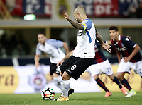 Calcio, Serie A: Bologna, stadio Renato Dall'Ara, 19 settembre 2017.<br /> Inter Milan's Mauro Icardi scores during the Italian Serie A football match between Bologna and Inter Milan at Bologna's Renato Dall'Ara stadium, September 19, 2017.<br /> UPDATE IMAGES PRESS/Isabella Bonotto