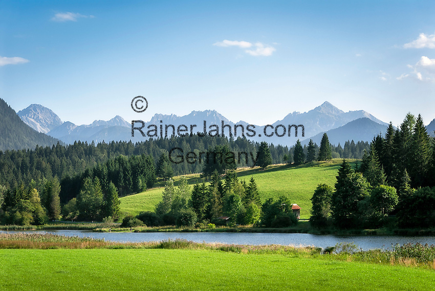 Germany, Upper Bavaria, Werdenfelser Land, Mittenwald: view across Lake Schmalensee, right at background Grosse Arnspitze summit and middle/left Karwendel mountains | Deutschland, Bayern, Oberbayern, Werdenfelser Land, Mittenwald: Blick ueber den Schmalensee, im Hintergrund rechts die Grosse Arnspitze, in der Mitte das Karwendelgebirge