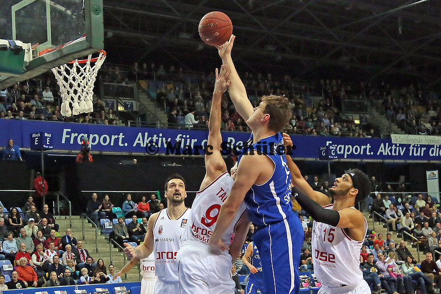 Johannes Voigtmann (Skyliners) setzt sich durch - Fraport Skyliners vs. Brose Baskets Bamberg, Fraport Arena Frankfurt