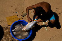 Ibiai_MG, Brasil...Rio Sao Francisco, o rio da integracao nacional. Na foto um pescador...The Sao Francisco river, It is an important river for Brazil, called the river of national integration. In this photo the fisherman...Foto: LEO DRUMOND / NITRO