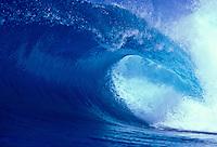 Large wave at Velzyland, north shore Oahu