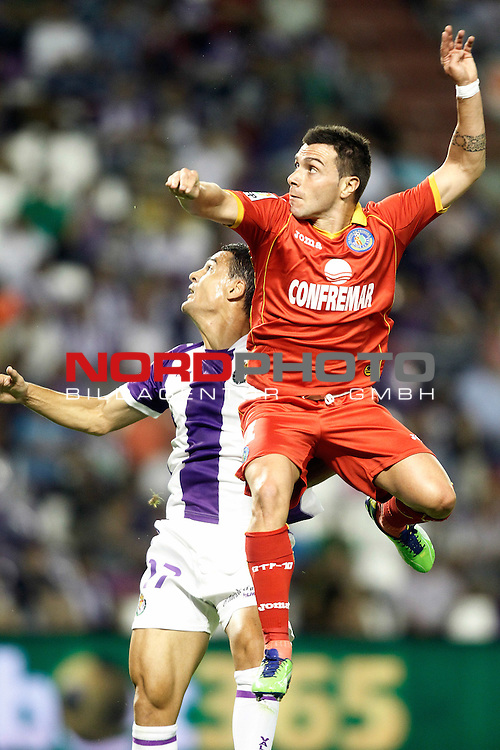 Real Valladolid's Carlos Gonzalez Pena (l) and Getafe's Adrian Colunga during La Liga match.August 31,2013. Foto © nph / Acero)