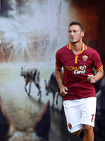 "Calcio: allenamento a porte aperte ""Open Day"" per la presentazione della Roma, a Roma, stadio Olimpico, 21 agosto 2013.<br /> AS Roma forward Francesco Totti attends the Open Day training session at Rome's Olympic stadium, 21 August 2013.<br /> UPDATE IMAGES PRESS/Riccardo De Luca"