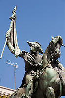 Buenos Aires, Argentina...Monumento ecuestre al General Manuel Belgrano na Plaza de Mayo uma obra realizada em bronze sobre um grande pedestral de granito que mostra o argentino Manuel Belgrano sustentando a bandeira da Argentina em atitude de juramento...El Monumento ecuestre al General Manuel Belgrano (Equestrian monument to General Manuel Belgrano) was inaugurated in Plaza de Mayo held in bronze on a large granite pedestal shows that the Argentine Manuel Belgrano holding the Argentina flag in oath attitude...Foto: LEO DRUMOND / NITRO