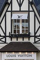 France, Calvados (14), Côte Fleurie, Deauville, Boutique de luxe, Louis Vuitton //  France, Calvados,  Côte Fleurie, Deauville, Louis Vuitton Luxury shop