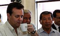 SAO PAULO, SP, 18 DE SETEMBRO 2012 - CAMPANHA DE VACINACAO - Geraldo Alckmin governador de Sao Paulo durante a abertura da megacampanha para atualização da carterinha de vacinacao. A ação visa colocar em dia a vacinação de 2,9 milhões de crianças paulistas menores de cinco anos. O objetivo é conferir a caderneta e aplicar as doses em atraso, conforme a faixa etária de cada criança no posto de saude Vicente da Costa no bairro do Ipiranga regiao sudeste da capital paulista. FOTO: VANESSA CARVALHO - BRAZIL PHOTO PRESS.
