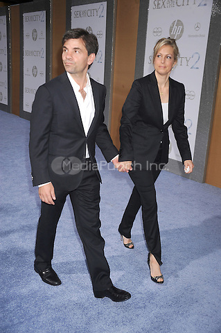George Stephanopoulos and Ali Wentworth at the film premiere of 'Sex and the City 2' at Radio City Music Hall in New York City. May 24, 2010.Credit: Dennis Van Tine/MediaPunch
